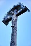 Jésus-Christ sur une croix en bois Images stock