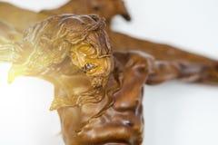 Jésus en bois sur un concept chrétien croisé photographie stock