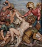 Jésus est cloué à la croix, les 11èmes stations de la croix Photographie stock