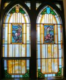 Jésus et disciples pêchant - fenêtres en verre teinté image libre de droits