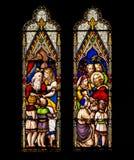 Jésus et hublot en verre souillé d'enfants Photos stock
