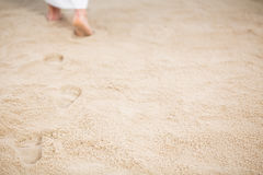 Jésus laissant des empreintes de pas en sable Photo libre de droits