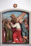 Jésus rencontre les filles de Jérusalem, les 8èmes stations de la croix Image stock