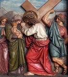 Jésus rencontre les filles de Jérusalem, les 8èmes stations de la croix Images stock