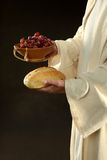 Jésus retenant les raisins et le vin Photographie stock libre de droits