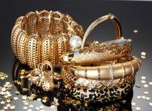 Jóia dourada bonita imagens de stock royalty free