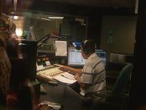 Jóquei do disco na estação de rádio Fotos de Stock