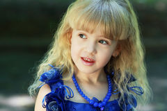 Jóvenes cinco años de muchacha Foto de archivo libre de regalías