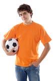 Jóvenes con el balón de fútbol Fotos de archivo libres de regalías