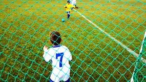 Jóvenes del fútbol de Sunningdale imagen de archivo libre de regalías