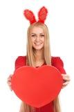 Jóvenes hermosos con el corazón de las tarjetas del día de San Valentín en manos Fotos de archivo libres de regalías