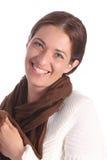 Jóvenes hermosos una mujer con la bufanda marrón Fotografía de archivo