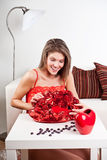 Jóvenes, muchacha de la belleza con las rosas Fotografía de archivo