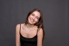 Jóvenes que ríen el retrato atractivo de la mujer Fotografía de archivo