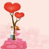 Jóvenes que sueñan pares cerca de árbol de amor en la nube color de rosa Imagen de archivo libre de regalías