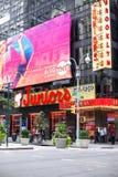 Jóvenes restaurante y Times Square NYC imagenes de archivo