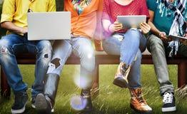 Jóvenes Team Together Cheerful Concept de los adolescentes Fotografía de archivo libre de regalías