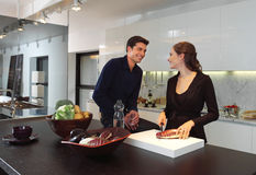 Júntese en la cocina a Foto de archivo