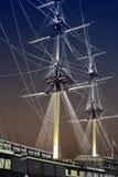 Júri-mastros e corda do navio de navigação na obscuridade Imagens de Stock Royalty Free