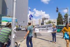 Jüdische Männer, die eine Demonstration in Tel Aviv machen stockbilder