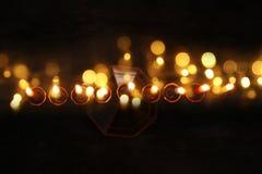 jüdischer Feiertag Chanukka-Hintergrund mit menorah u. x28; traditionelles candelabra& x29; und brennende Kerzen Lizenzfreie Stockfotos