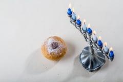 Jüdischer Feiertag von Chanukka, von Chanukka-menorah und von sufganiyah Lizenzfreie Stockbilder
