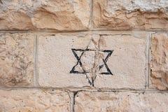 Jüdischer Stern David geschmiedet im Stein lizenzfreies stockfoto