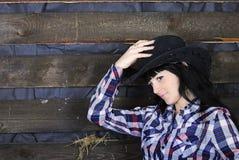 Jüngeres schönes Mädchen im karierten Hemd Lizenzfreie Stockfotografie