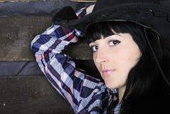 Jüngeres schönes Mädchen im karierten Hemd Stockfotos