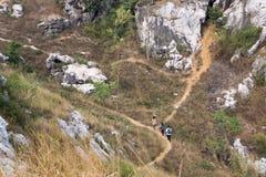 Jüngeres wanderndes Vietnam& x27; s-Spur im Herbst stockfotografie