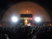 J布格在阶段唱歌在MayJah RayJah音乐会 库存图片