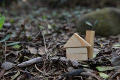 J'ai lancé sur la maison même qui m'a adaptée Nous pouvons nous permettre d'acheter une maison entre nous Images stock