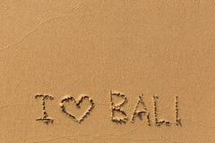 J'aime Bali - l'inscription à la main sur le sable de plage Voyage Photo libre de droits