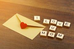J'aime des mots de maman sur le vieux concept en bois de jour du ` s de mère Photographie stock