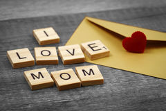 J'aime des mots de maman sur le vieux concept en bois de jour du ` s de mère Photo libre de droits