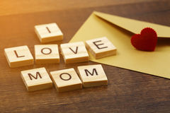 J'aime des mots de maman sur le vieux concept en bois de jour du ` s de mère Photographie stock libre de droits