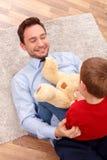 J'aime jouer avec mon enfant Images libres de droits