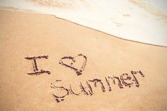 J'aime l'été écrit sur le sable Photographie stock