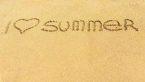 J'aime l'été 2017 est écrit sur une surface arénacée Image libre de droits