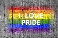 J'aime la fierté et le drapeau de LGBT peints sur le béton gris de texture de fond Photo stock