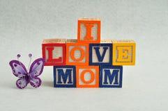 J'aime la maman écrite avec les blocs colorés d'alphabet Image stock
