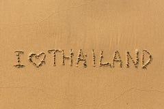 J'aime la Thaïlande - l'inscription à la main sur le sable de plage Voyage Image libre de droits