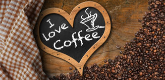 J'aime le café - tableau noir avec des grains de café Photos stock