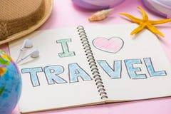 J'aime le voyage écrit sur le carnet de stylo Concept de vacances de vacances Photographie stock libre de droits