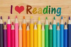 J'aime lire le message avec des crayons de crayon Photographie stock