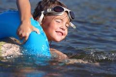 J'apprends à nager Images stock