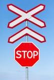 järnväg teckenstopp för crossing Royaltyfri Foto