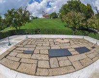 J f Kennedy- und Jacqueline Onassis-Gräber in Arlington Nationa stockfotos