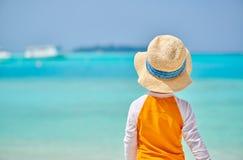 J?hriger Junge des Kleinkindes drei auf Strand stockfoto