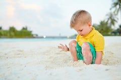 J?hriger Junge des Kleinkindes drei auf Strand lizenzfreie stockbilder